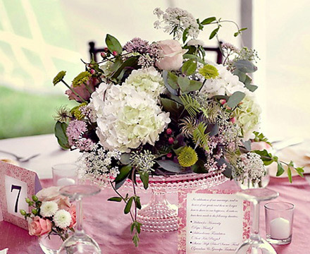 Vintage Wedding Decorations on Wedding Ideas   Wedding Centerpiece Idea   Use Colorful Cake Stands