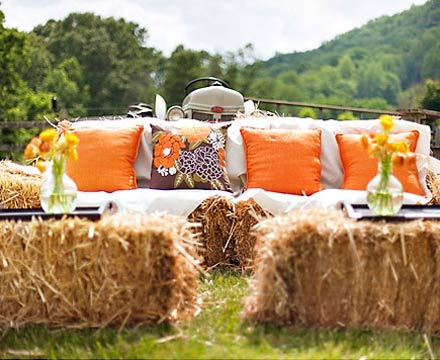Rustic Wedding Decorations on Wedding Ideas   Wedding Lounge Idea   Hay Bundles