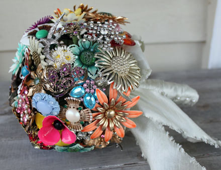 Vintage Inspired Wedding Ideas on Wedding Ideas   Diy Wedding Bouquet Idea   Use Vintage Brooches