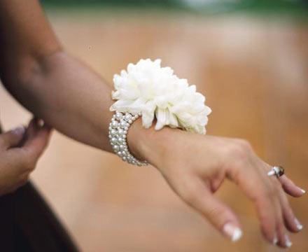 Wedding Flower on Wedding Ideas   Wedding Flowers   Wrist Corsages Are Back